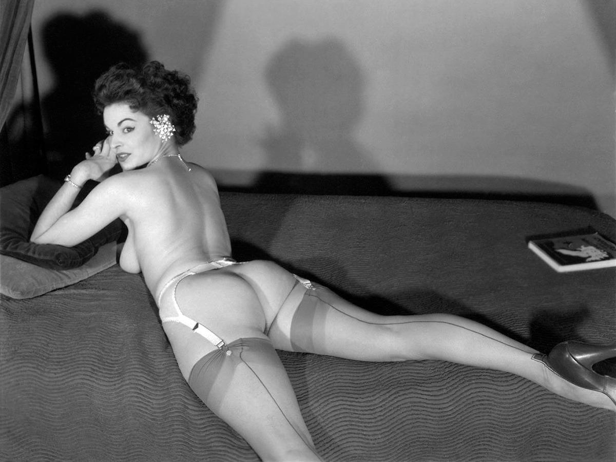Naked burlesque girl sexy