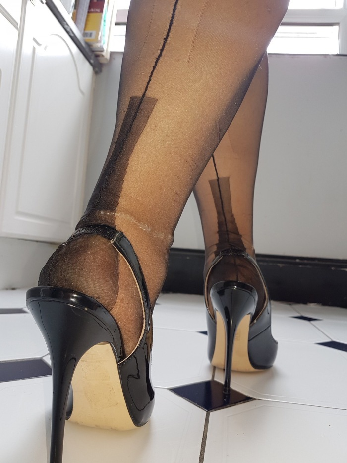 Suzy Slingbacks Walks The Line In Full Fashioned Nylons