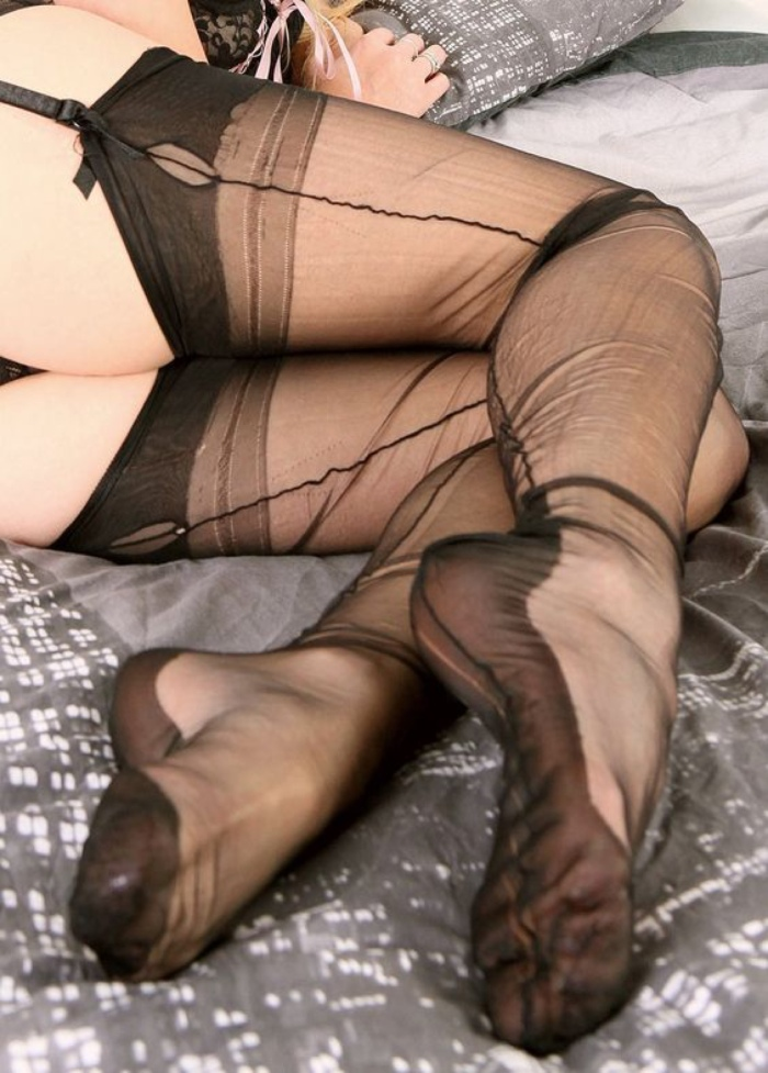 Fully Fashioned Nylons, WithWrinkles